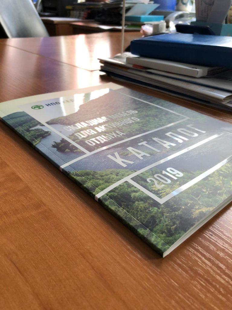 pechat-poligraficheskoi-produkcii-katalog-glianceviy-uf-lak