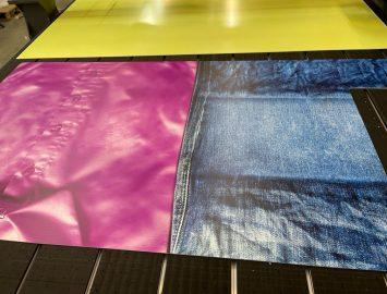 Печать и раскройка пвх на фрезерном станке для магазина одежды