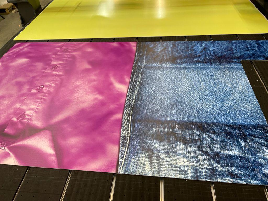Печать и раскройка пвх на фрезерном станке для магазина одежды.